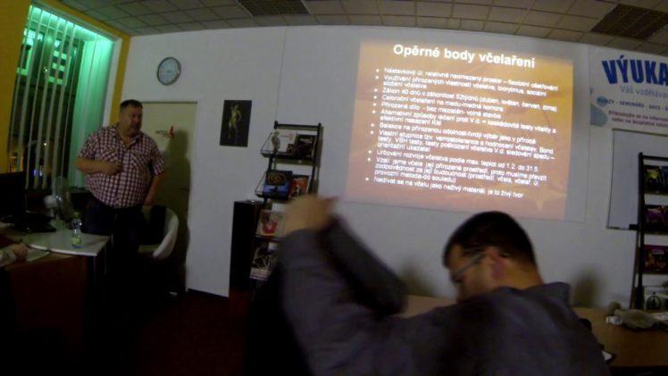 Přednáška Leoše Dvorského o tom jak včelaří a bojuje s Warroa a dalšími nemocemi